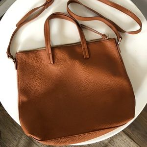 Like new zip top crossbody handbag